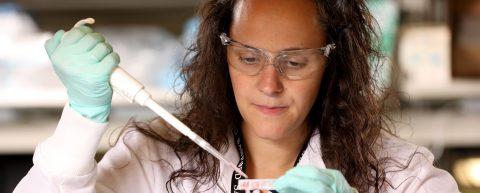 """Biólogos en Dakota del Sur trabajan en una cura contra cáncer """"customizada"""""""