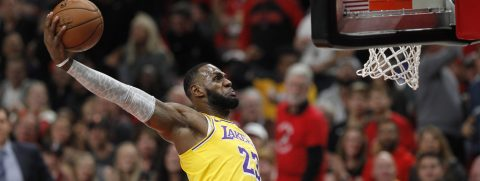 107-106. James decide con un mate el tercer triunfo consecutivo de los Lakers