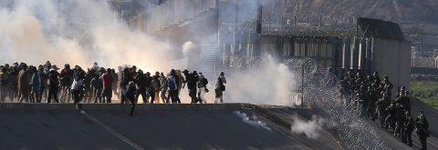 Trump defiende el uso de gas lacrimógeno contra los migrantes en la frontera