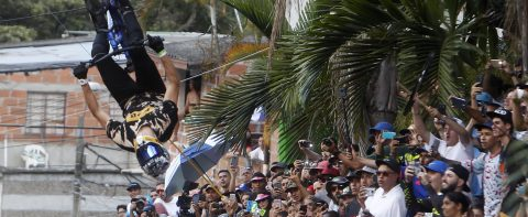Colombia achieves Guinness Record for longest urban downhill bike race
