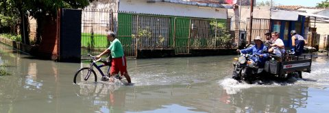 Paraguay floods leave riverside areas increasingly unhealthy