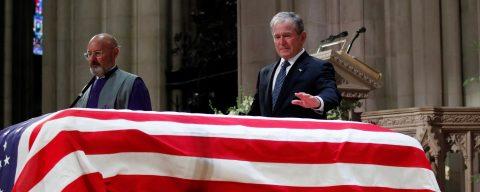 Bush recuerda que lo que más le gustaba a su padre era reirse de sí mismo