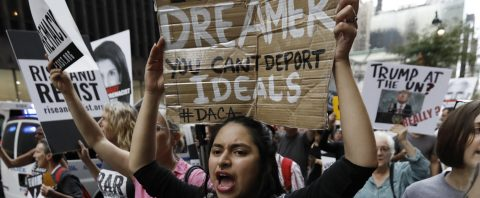 """Buscan reactivar permiso de viaje a """"soñadores"""" a través de congresistas"""
