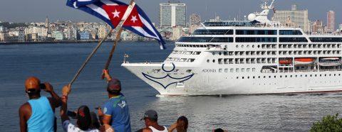 Más de 50 senadores presentan una ley para permitir viajes turísticos a Cuba