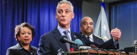Alcalde de Chicago dice que inmigrantes son parte de familias en esa ciudad
