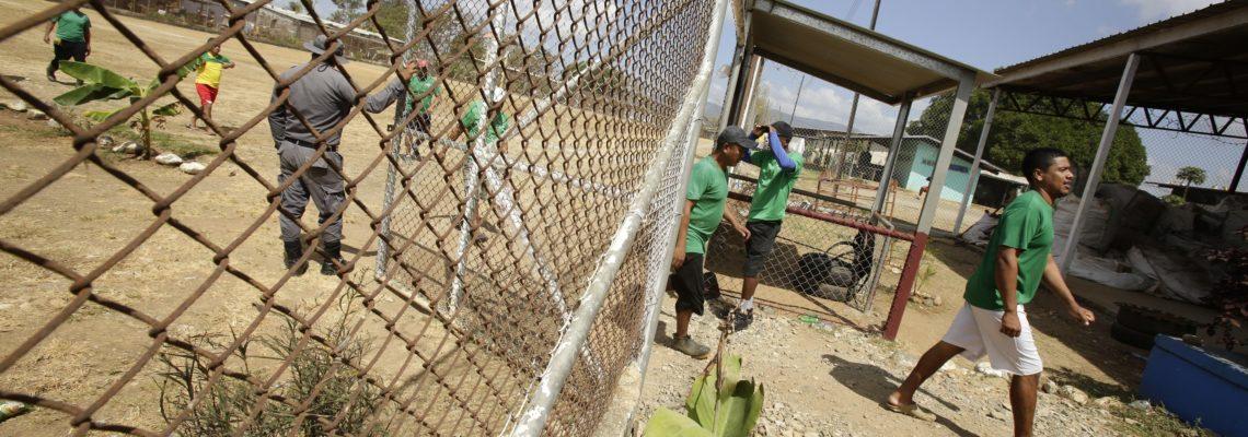 Innovative recycling program humanizing a Panamanian prison