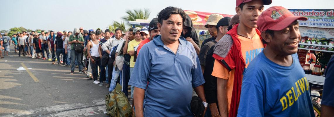 Juez federal bloquea medida de Trump de mandar a México a demandantes asilo
