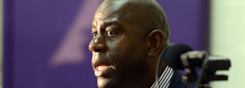 Magic Johnson dimite como presidente de los Lakers
