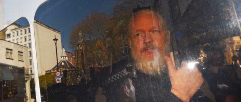 La filtración de secretos puede llevar a Assange a la cárcel por cinco años